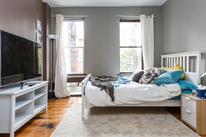 Modern Manhattan Oasis