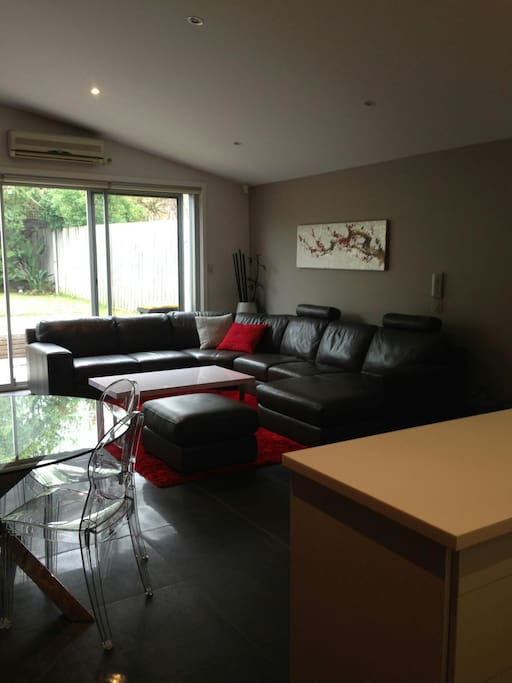 Comfortable, family friendly lounge, dining and kitchen.