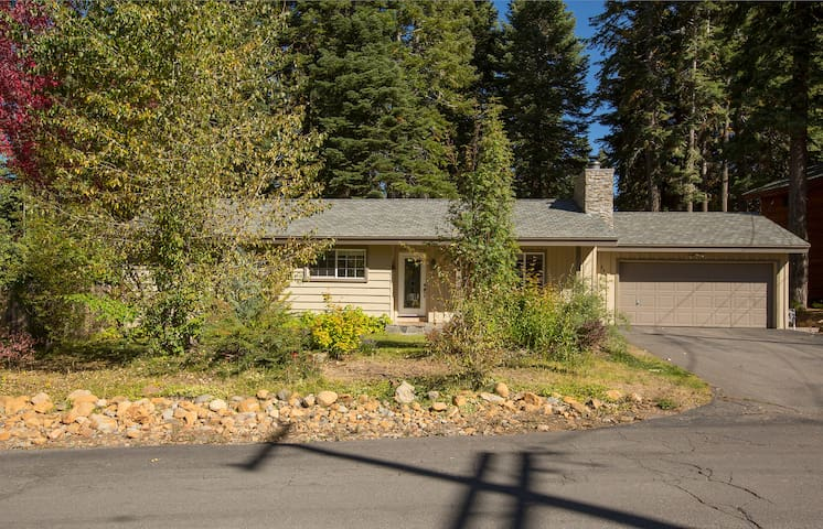 Rawhide Hideaway Minutes from Town - Tahoe City - House
