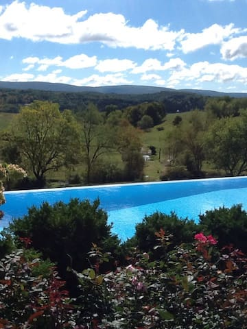 Stunning Views From Luxe Cape Cod - Ligonier - Haus