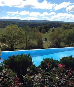 Stunning Views From Luxe Cape Cod - Ligonier - Hus