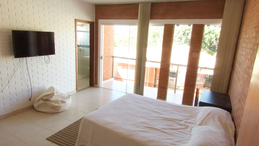 Beautiful Bedroom with Balcony - Brasília - House
