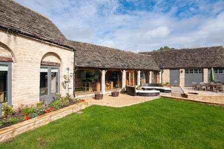 Converted Barn in The Cotswolds - Bed & Breakfast
