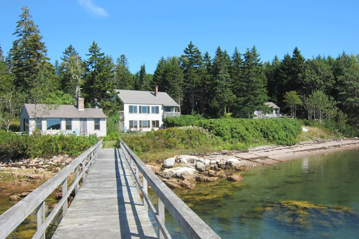 Waterfront Cottages with Private Pool Near Acadia