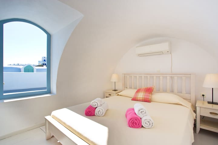 Loft bedroom with caldera views and balcony