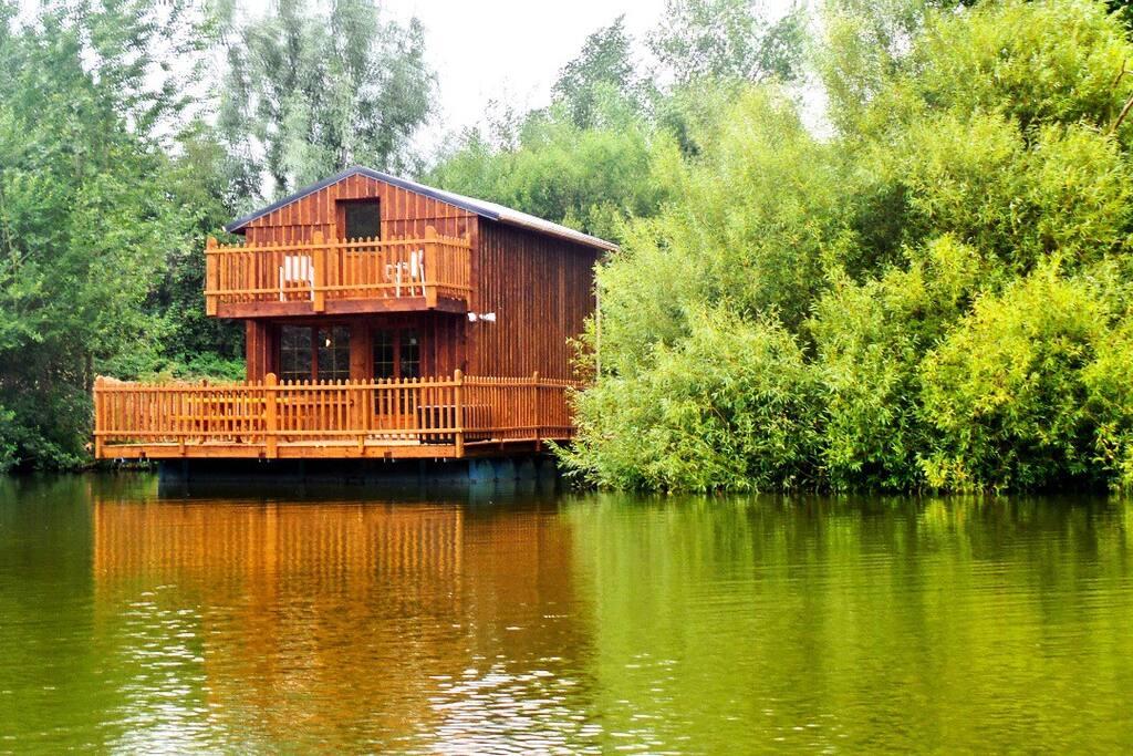 Cabanes flottantes luxe et confort chambres d 39 h tes louer colleville haute normandie france for Chambre dhotes luxe normandie
