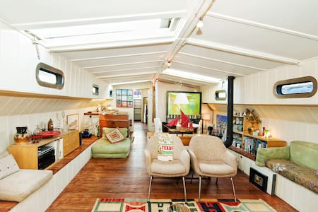 Comfortable Historic Houseboat - Londra