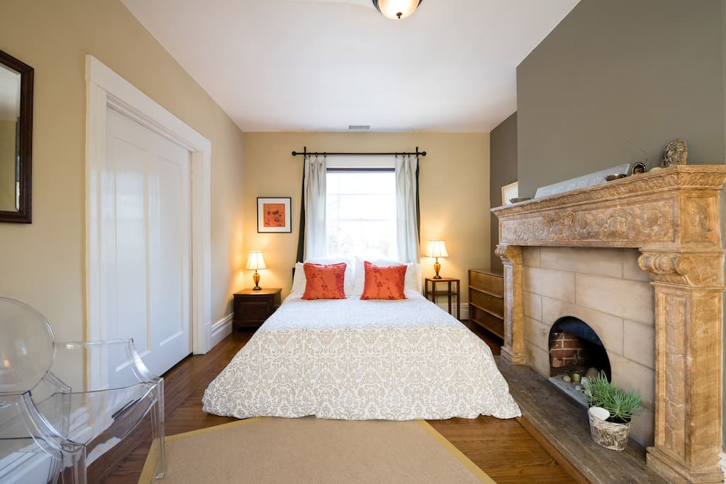 Your comfy, queen-size bed has high thread count cotton linens, down duvet & pillows top your queen-size bed