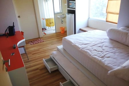 Cheerful & Brand new Apartment - Surabaya - Apartemen