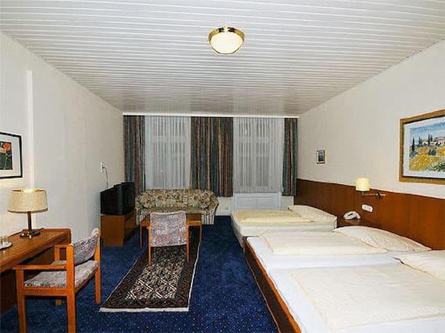 hotel bei der esplanade shared room bed and breakfasts. Black Bedroom Furniture Sets. Home Design Ideas