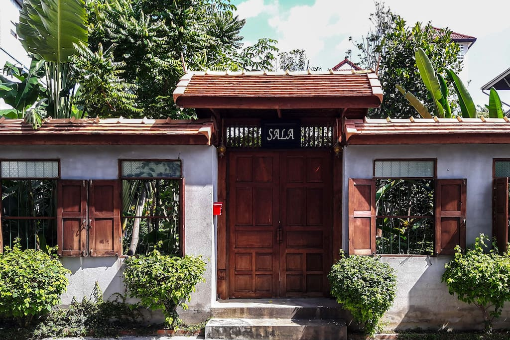 Sala old town singharat road chalets zur miete in si for Traditionelles thai haus