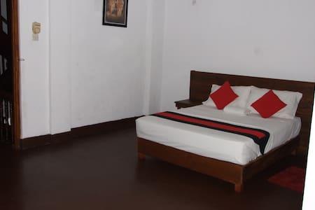 256 Townhouse Rest Kandy Sri Lanka. - Kandy - Bed & Breakfast