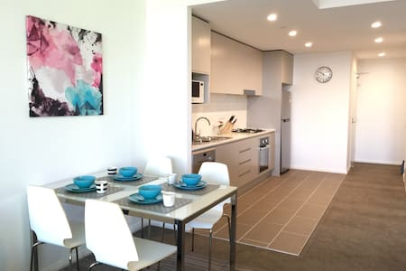 Bright Modern New Apt w/t View Wifi - Kogarah - Daire