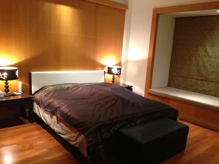 Big master bedroom with Bay Window Bed.