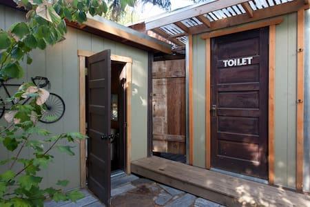 Private Garden Eco-Retreat Cottage