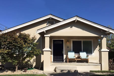 Perfect! Private Downtown 2/1 House