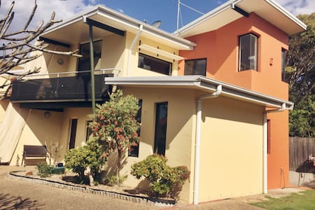 Unique Beachside Townhouse - Thirroul - Casa