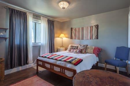 Great Santa Fe Style Room - Atascadero