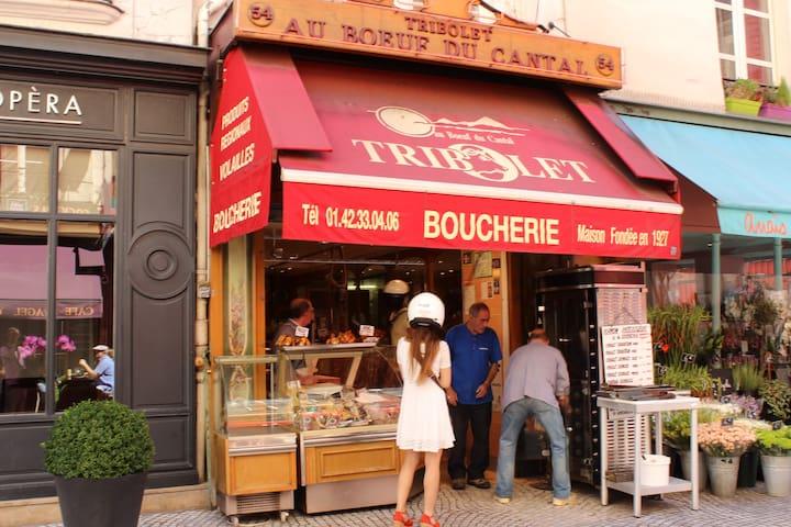 Around the apartment, rue Montorgueil