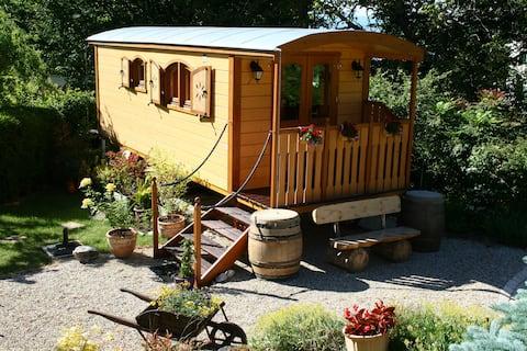 Cosy wooden Gipsy Caravan-Border Geneva