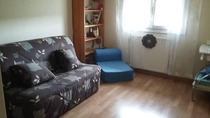 Chambre simple et tranquille