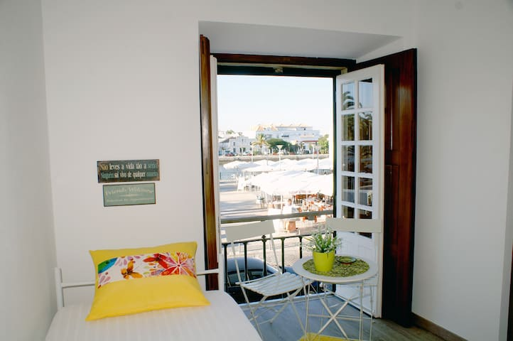Magnificent room with river view - Tavira - Bed & Breakfast