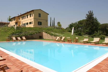 Large house & pool close Florence - Montopoli in Val D'arno