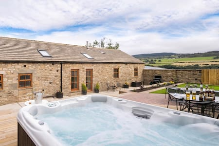 Converted Milking Barn with Hot Tub - Romaldkirk