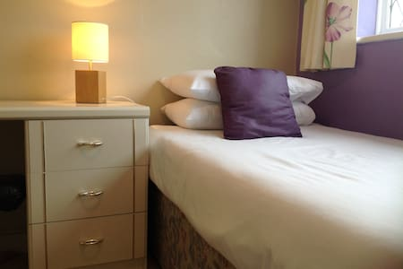 Spacious Single Room with Parking - Hailsham - House