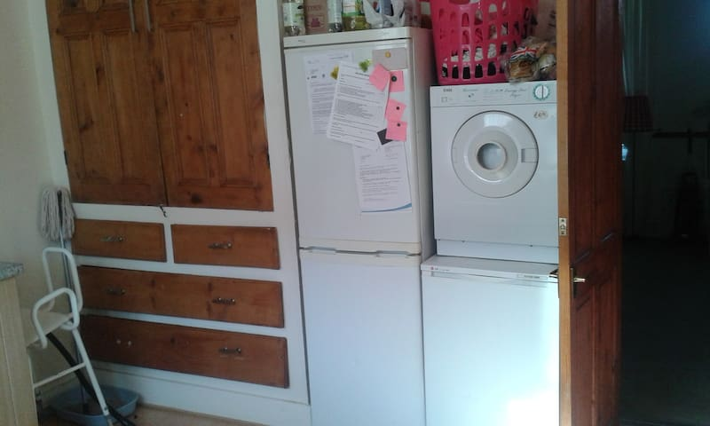 SINGLE ROOM VERY QUIET AREA NEAR MANCHESTER - Chadderton - House