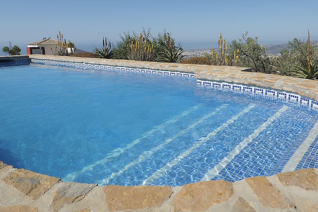 Casa con piscina priv tranquila casas en alquiler en for Casas con piscina en malaga