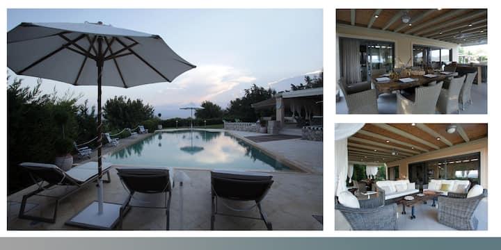 wonderful house    view beach  pool confort garden