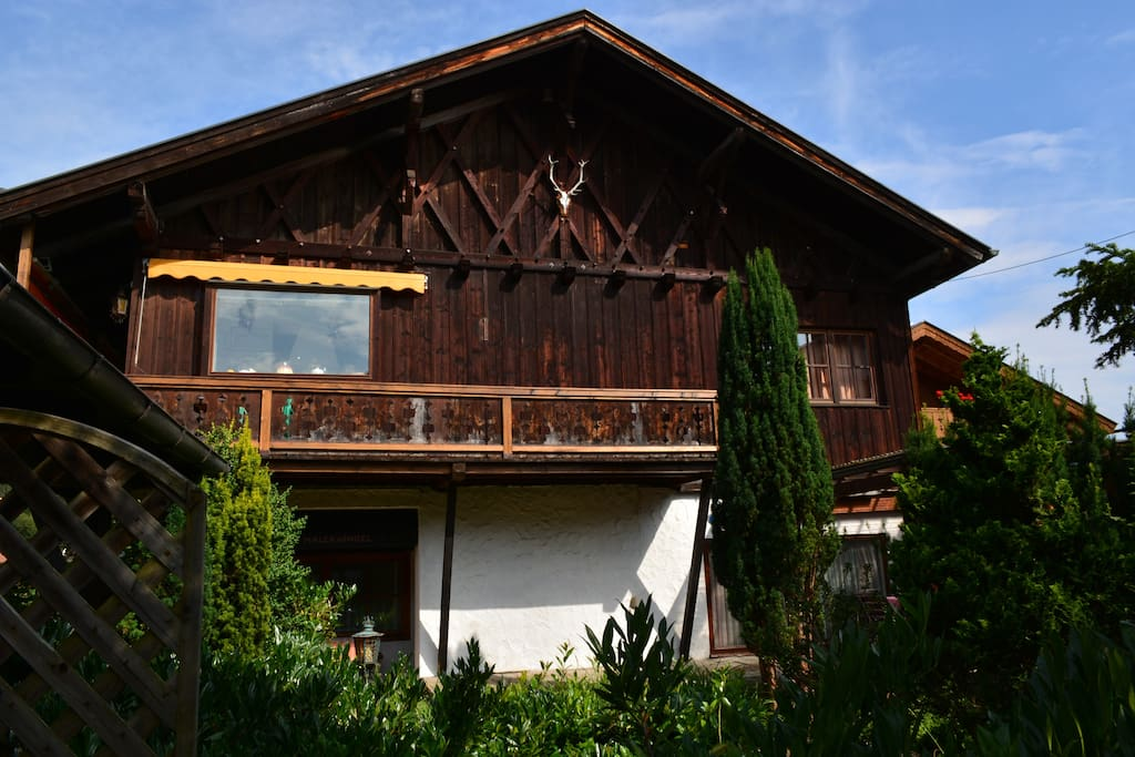 Ferienhaus viktoria houses for rent in garmisch for Big houses in germany