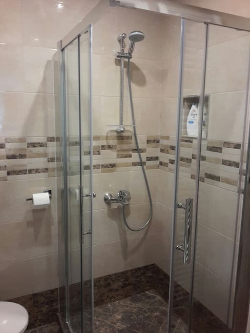 Shower with quality towels and toiletries.