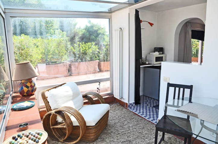 A charming apartment with terrace - Neapol