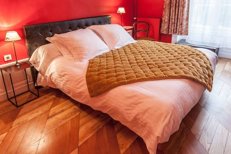 Chambre colorée et confortable - Lezoux - Bed & Breakfast