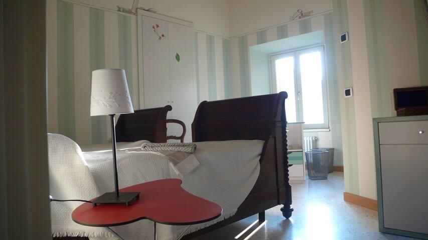 A casa di Maria - Camera Faggio - Como - Bed & Breakfast