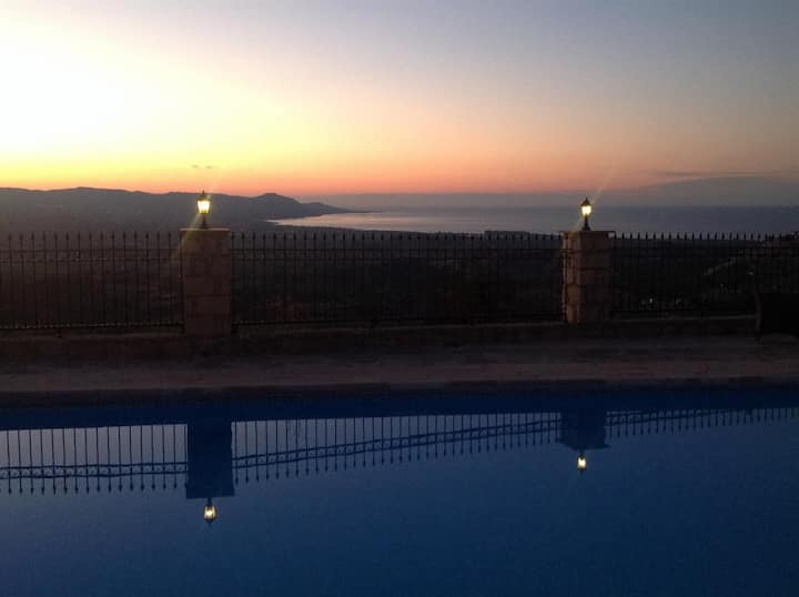 25 mins from Paphos Very private villa Sea views