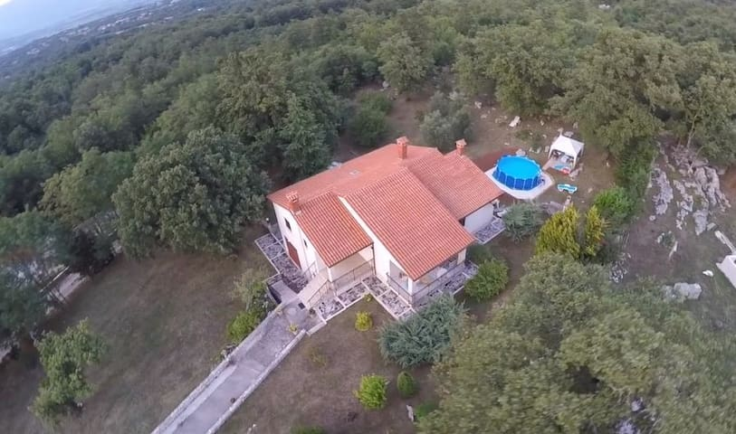 4* house Iva, 6 km away from the sea