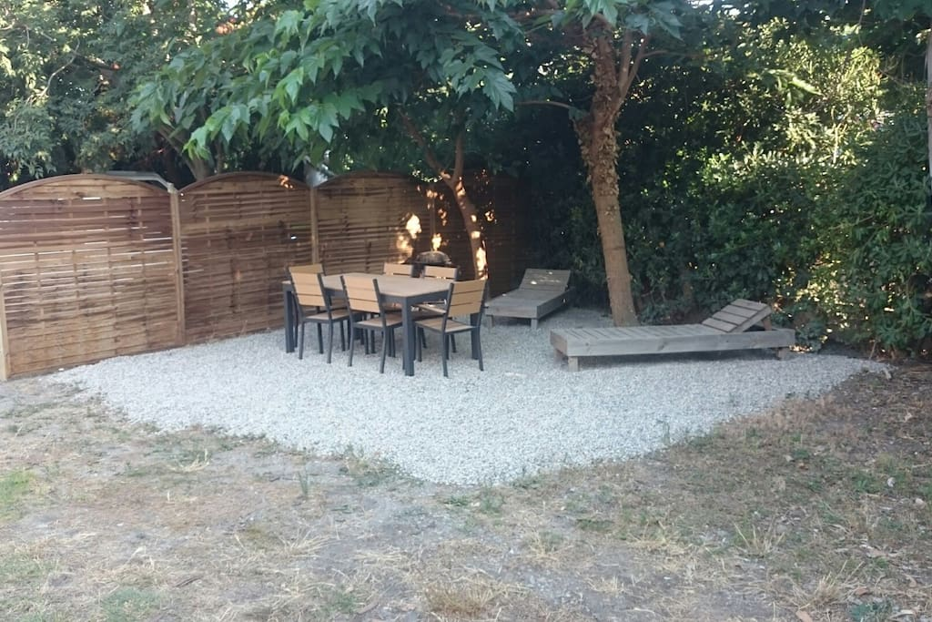 Jardin avec coin terrasse