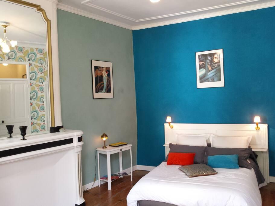 beaux esprits chambre hortense chambres d 39 h tes louer fontenay le comte pays de la loire. Black Bedroom Furniture Sets. Home Design Ideas