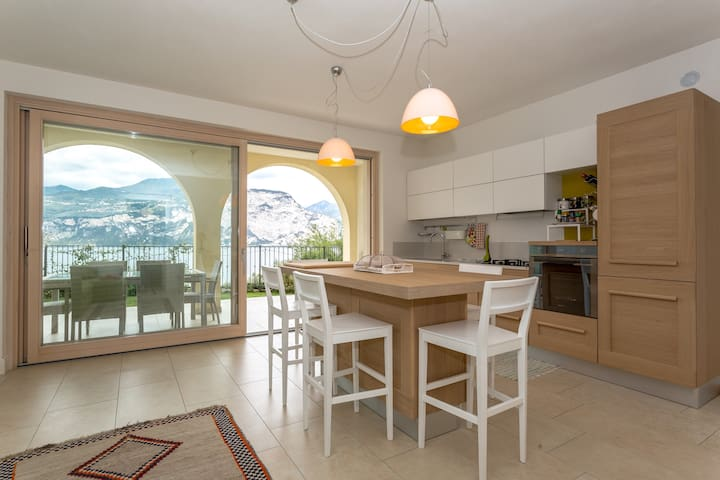 Amazing view - Lake Garda - Brenzone - Apartment