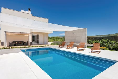 STUNNING VILLA SOFIA WITH POOL IN SPLIT HINTERLAND - Split - Dugopolje - Villa