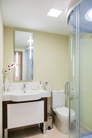 Baño de planta baja.