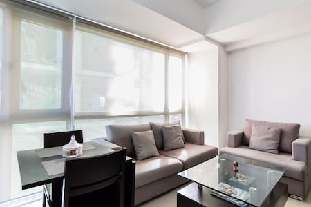 Bright 1 BR in Pioneer, 8mbps WIFI - Mandaluyong