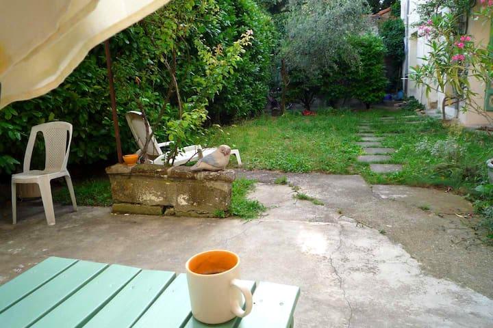 studio sur jardin avignon centre - Avignon - Condominium