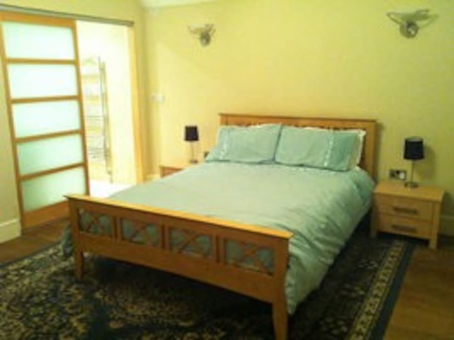 Lovely kingsize bedrooms with