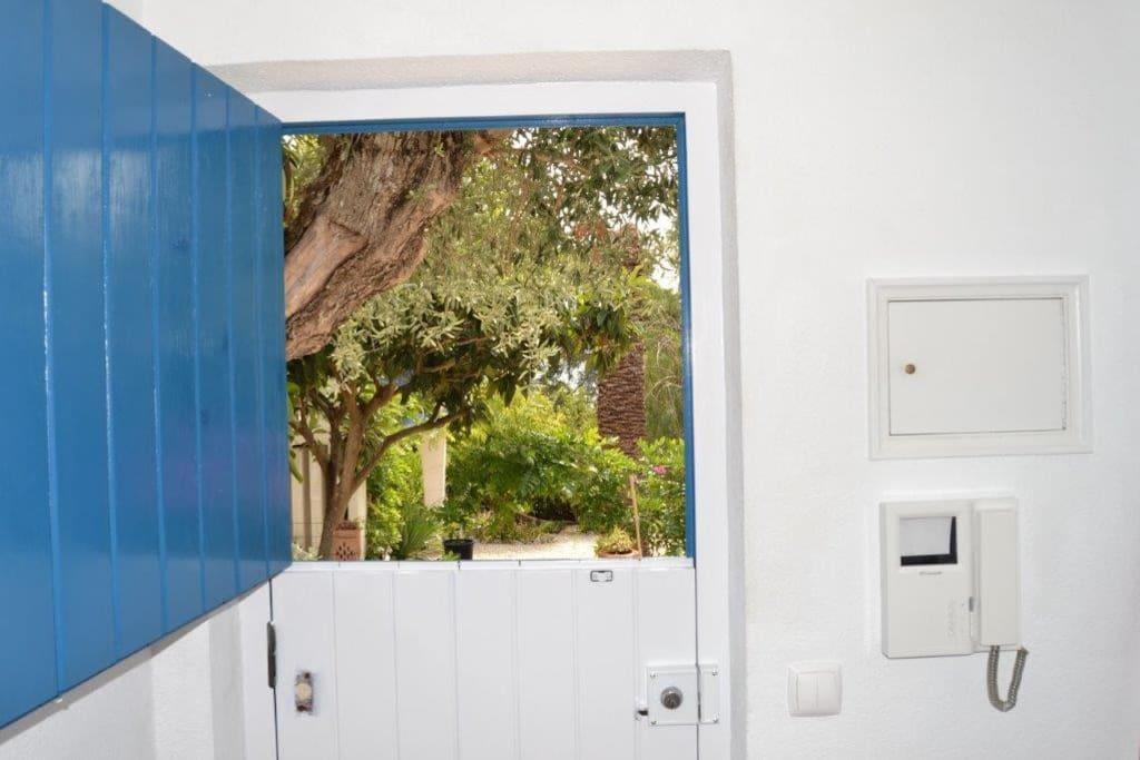Vue de la porte d'entrée de la maison