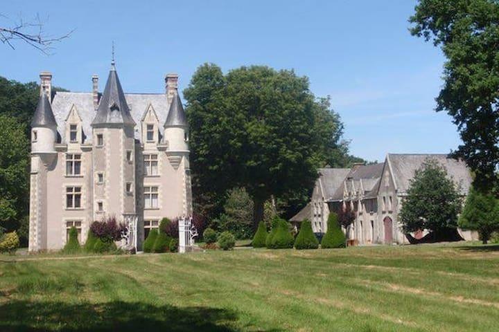 3 Chambres privées dans un Château - Sainte-Christine - Castle