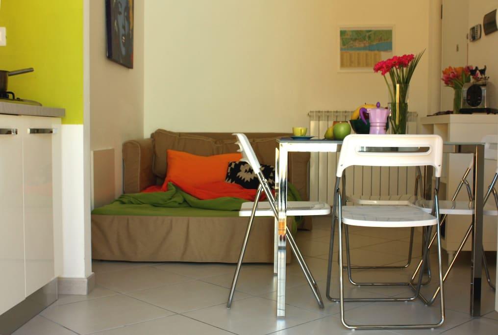 divano letto da una piazza e mezzo per ospiti